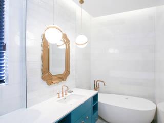 모던한 욕실장, 그리고 욕조: 다빈710의  욕실