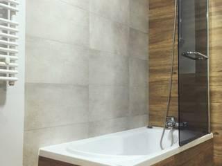 Badewanne mit Dushbereich:  Badezimmer von KHG Raumdesign - Innenarchitektin in Berlin