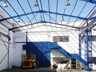 Rehabilitación de espacio industrial: Garajes prefabricados de estilo  de SP_Arquitectura