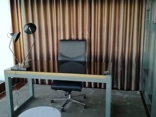 A secretária: Escritórios e Espaços de trabalho  por Cássia Lignéa