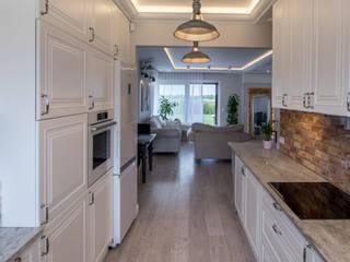 ememstudio Classic style kitchen