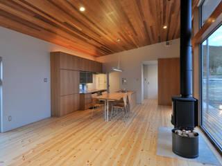 Salas / recibidores de estilo  por 小野建築設計室, Escandinavo