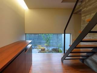 Escaleras de estilo  por 小野建築設計室, Moderno