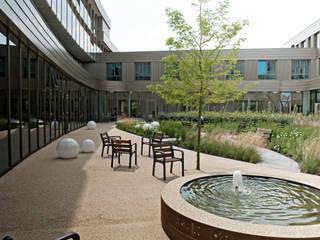 by Andredw van Egmond | designing garden and landscape Modern