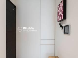 Pasillos, vestíbulos y escaleras de estilo escandinavo de 築本國際設計有限公司 Escandinavo