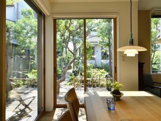 庭の緑と空間を楽しむ住まいをつくる: 株式会社スタイル工房が手掛けたです。