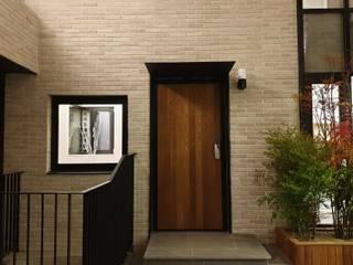 판교 햇살깊은 마당집: 하우스플래너의  복도 & 현관,모던