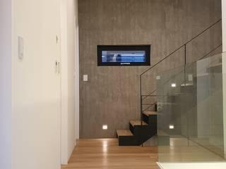 ห้องโถงทางเดินและบันไดสมัยใหม่ โดย 하우스플래너 โมเดิร์น