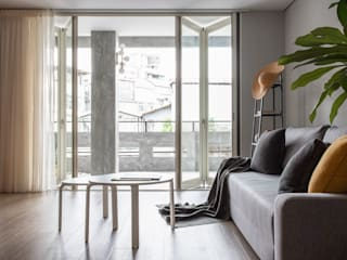Living room by 湜湜空間設計
