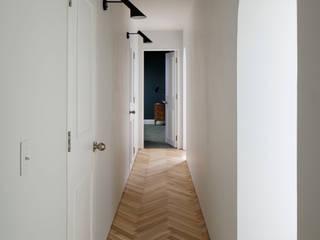 Koridor dan lorong oleh 株式会社CAPD, Eklektik Kayu Wood effect