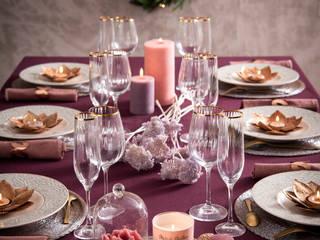 Mesa decorada con una vajilla, un mantel y decoración de la tendencia Wonderful: Comedor de estilo  de MAISONS DU MONDE compra de muebles y accesorios para el hogar online
