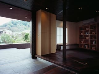 Asian style corridor, hallway & stairs by 松岡淳建築設計事務所 Asian