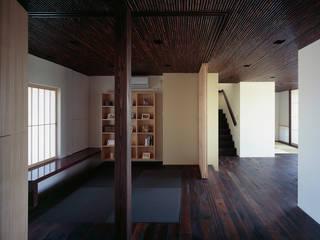 書斎: 松岡淳建築設計事務所が手掛けた書斎です。,
