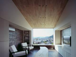 リビング: 松岡淳建築設計事務所が手掛けたリビングです。,和風