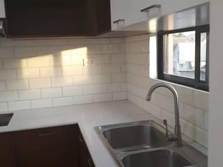 Minimalist kitchen by ezpaze design+build Minimalist