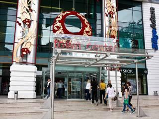 Vip Dekorasyon – Bakırköy Town Center 120x60 Granit Uygulama, Profilli Alçıpan Taş Yünü Tavan:  tarz Alışveriş Merkezleri