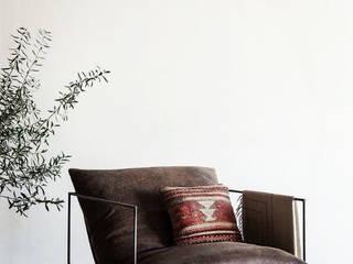 Sillón minimalista:  de estilo  por DINNOVA muebles