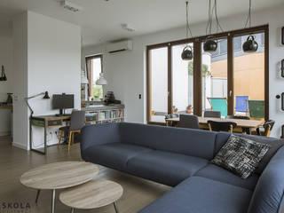 Rodzinny apartament Nowoczesny salon od JJJASKOLA ARCHITEKCI Nowoczesny