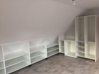 Dachboden Einbauschränke von HOME INNOVATIS - Möbel nach Maß Skandinavisch