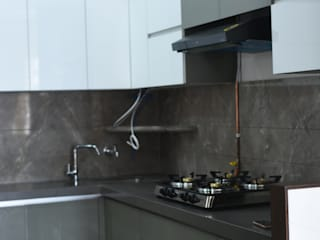 Modular Kitchen:  Kitchen by Golden Spiral Productionz (p) ltd