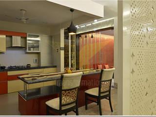 Salas de jantar  por Traansformation Design Studio