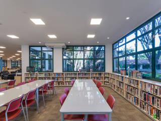 Biblioteca Escola Americana de Campinas Escritórios modernos por Ambiento Arquitetura Moderno
