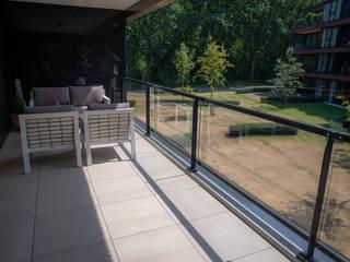 Luxe dakterras van keramische tegels: modern  door Exclusieve Dakterrassen, Modern
