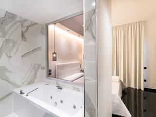 suite : Camera da letto in stile  di antoniodimaro&partners