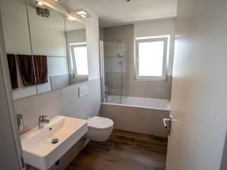 Und wieder ein glücklicher Kunde!!! Moderne Badezimmer von Bad Campioni Modern