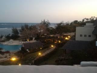 L'imbrunire al resort: Hotel in stile  di Ing. Massimiliano Lusetti