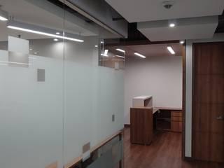 REMODELACION OFICINA ABOGADOS Estudios y despachos de estilo moderno de Studio17 Moderno