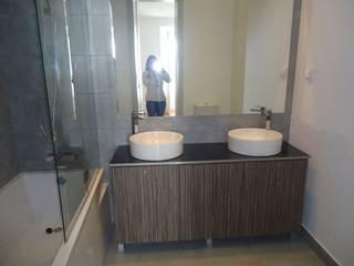 Apartamento Lisboa Casas de banho modernas por Atelier Ana Leonor Rocha Moderno