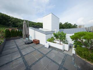 자곡동 J씨 하우스: designforn의  지붕