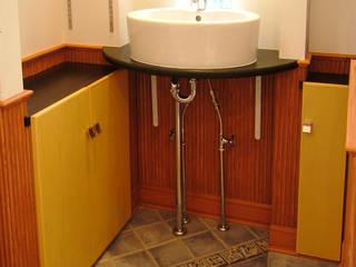 手造りの造作工事: 滝沢設計合同会社が手掛けたキッチンです。