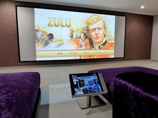Projection Dreams / CUSTOM CINEMA 360 LDA Electrónica Tablero DM Morado/Violeta