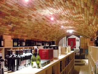 Cantine interrate: Cantina in stile  di ShoWine