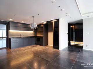 Moderne Esszimmer von 디자인담다 Modern