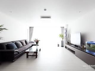 Moderne Wohnzimmer von 디자인담다 Modern