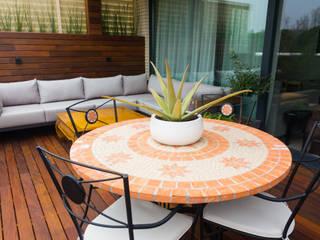 Balkon, Beranda & Teras Modern Oleh La Patioteca Modern