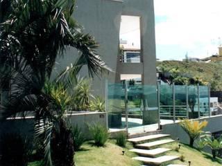 Residência Vila Castela: Casas familiares  por Marcelo Sena Arquitetura