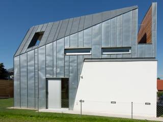 WALT - Ethouse Award Moderne Häuser von LOSTINARCHITECTURE Modern