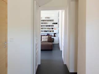 WALT - Ethouse Award Moderner Flur, Diele & Treppenhaus von LOSTINARCHITECTURE Modern