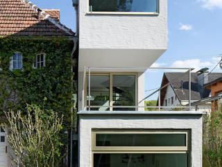 KOR - Zubau an Jahrhundertwendehaus Skandinavische Häuser von LOSTINARCHITECTURE Skandinavisch