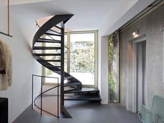 KOR - Zubau an Jahrhundertwendehaus Skandinavischer Flur, Diele & Treppenhaus von LOSTINARCHITECTURE Skandinavisch