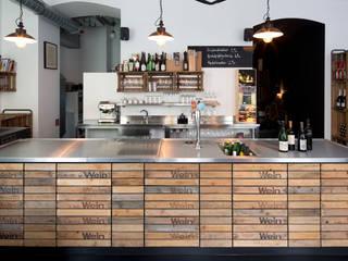 Wienhandlung - Weinlokal Industriale Gastronomie von LOSTINARCHITECTURE Industrial