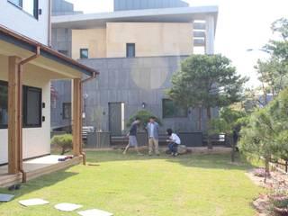 庭院 by 나무집협동조합, 現代風