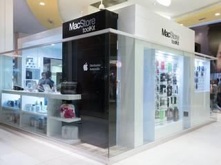 Local en Isla dentro de un shopping: Shoppings y centros comerciales de estilo  por Faerman Stands y Asoc S.R.L.