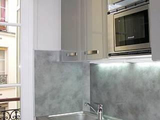 appartement contemporain paris : Petites cuisines de style  par sandrine THOOR