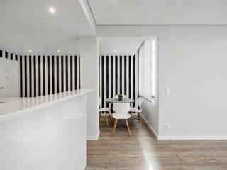 Dining room by ARQ1to1 - Arquitectura, Interiores e Decoração,