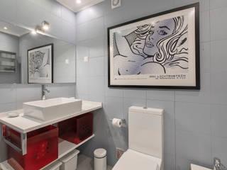 Casa de Banho:   por ARQ1to1 - Arquitectura, Interiores e Decoração,Moderno